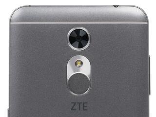 """5.5"""" Смартфон ZTE Blade A910 16 Гб серый"""
