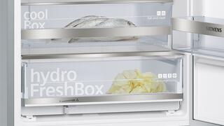 Холодильник с морозильником SIEMENS KG39NSB20R черный