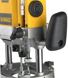Фрезер вертикальный DeWalt DW 625E
