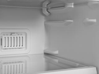 Холодильник с морозильником INDESIT DF 5180 W белый