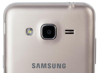 "5"" Смартфон Samsung SM-J320F Galaxy J3 8 ГБ золотистый"