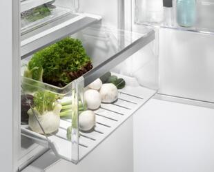 Холодильник с морозильником Electrolux EN3486MOX серебристый