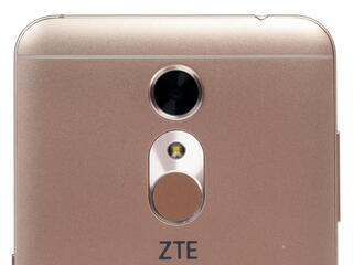 "5.5"" Смартфон ZTE Blade A910 16 ГБ золотистый"