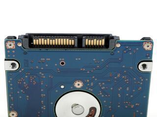 Жесткий диск Hitachi Travelstar Z7K500 HTS725050A7E630 500 Гб