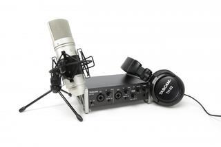 Комплект для звукозаписи TASCAM TRACKPACK 2x2