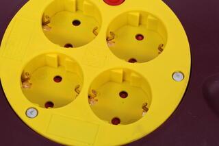 Удлинитель SVEN Trident 3G-15m красный, желтый, черный