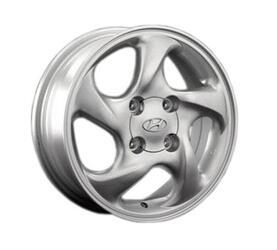 Автомобильный диск Литой Replay HND4 5,5x15 4/114,3 ET 46 DIA 67,1 Sil