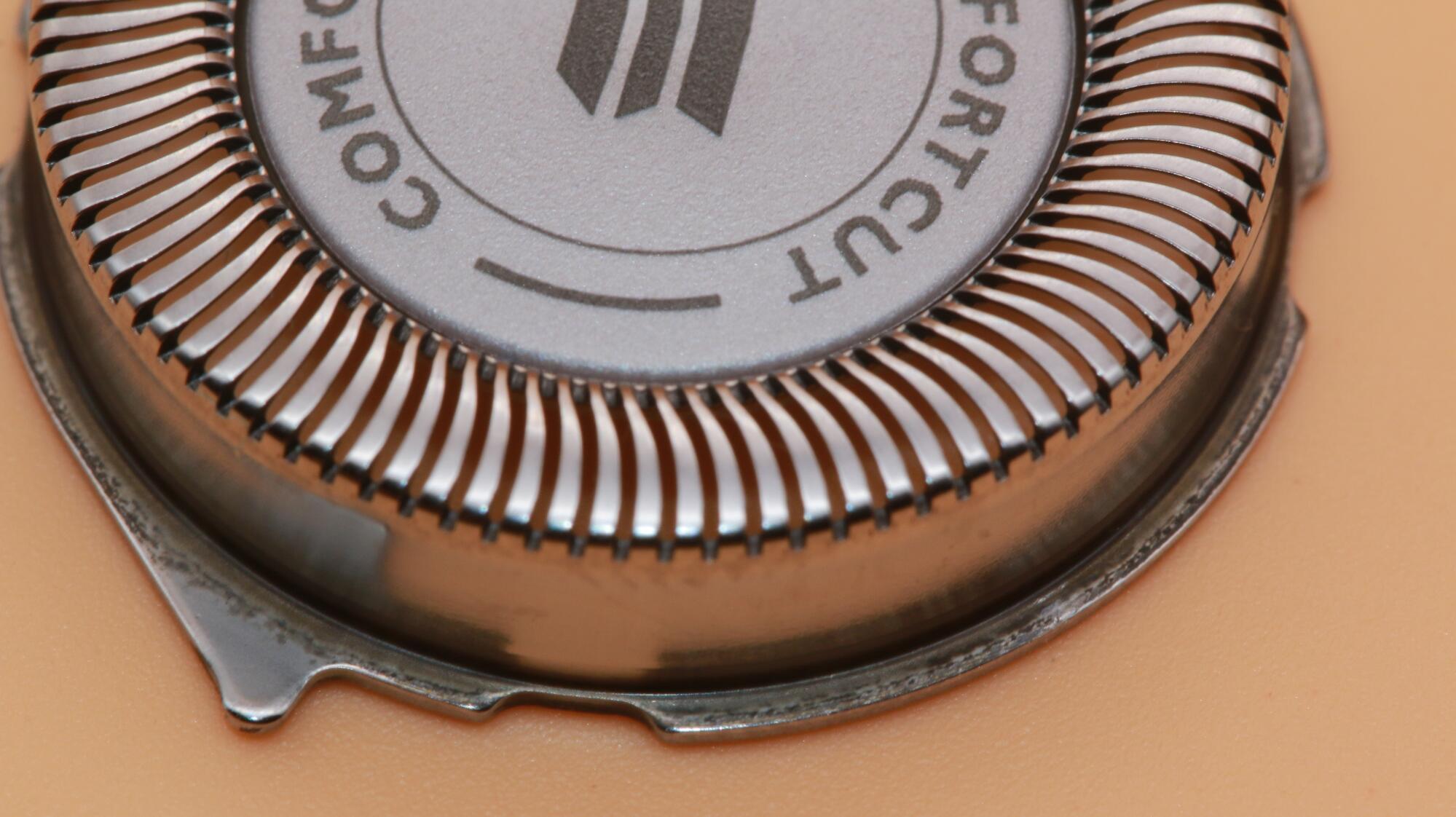 Bytovaya Tehnika - Elektrobritva Philips S3350/06 serii AquaTouch dlya suhogo i vlazhnogo britya