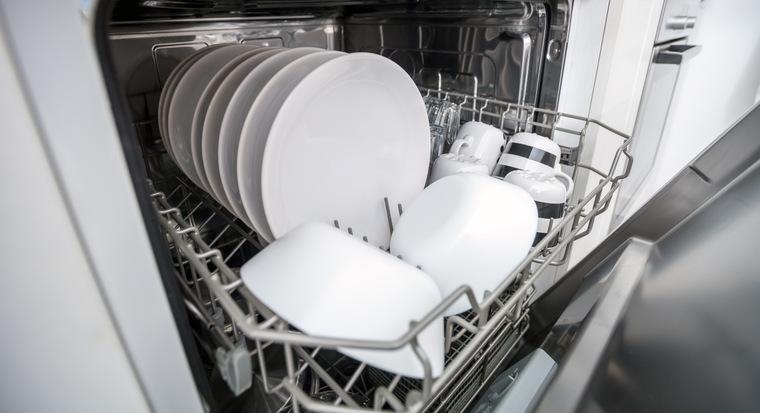 Сколько по времени моет посудомоечная машина