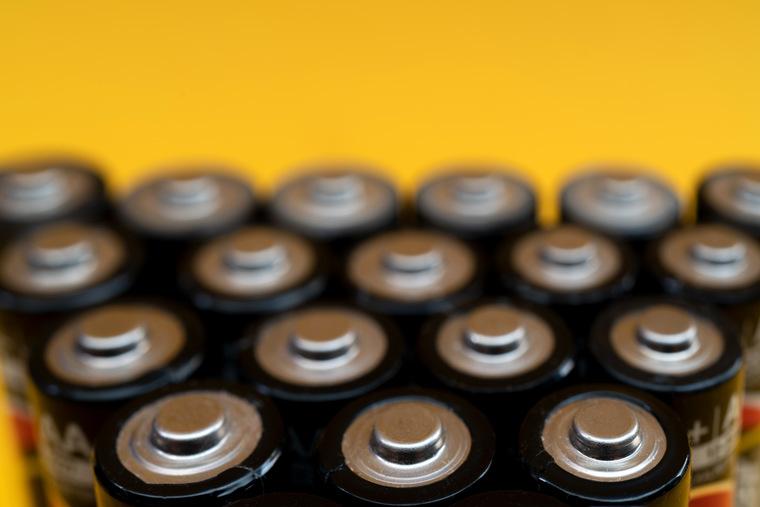 Сравнительный тест 14 пальчиковых АА батареек щелочного типа