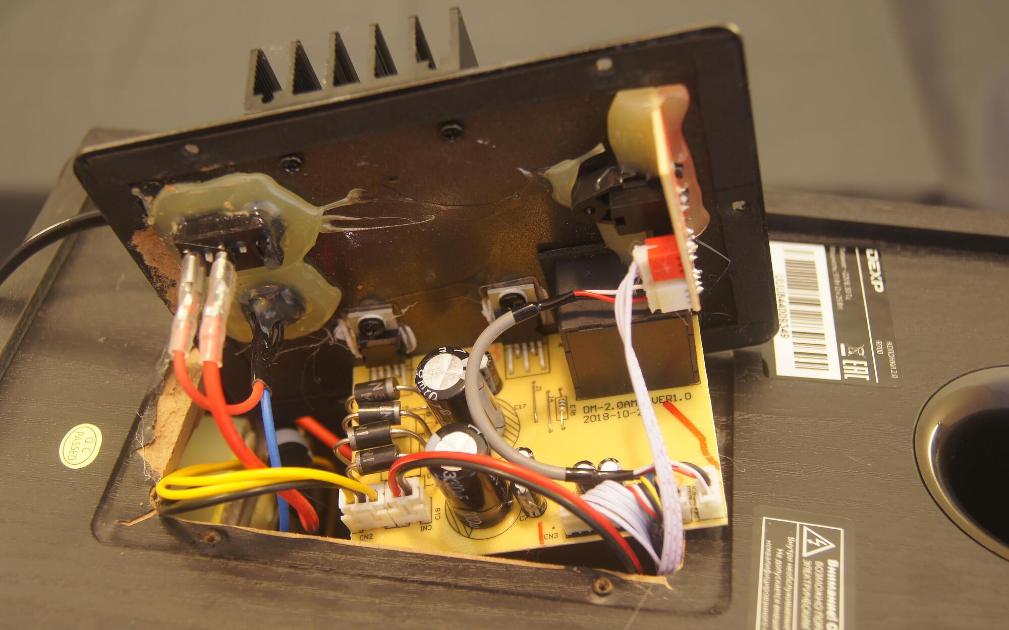Video i Audio - Obzor kolonok DEXP R700