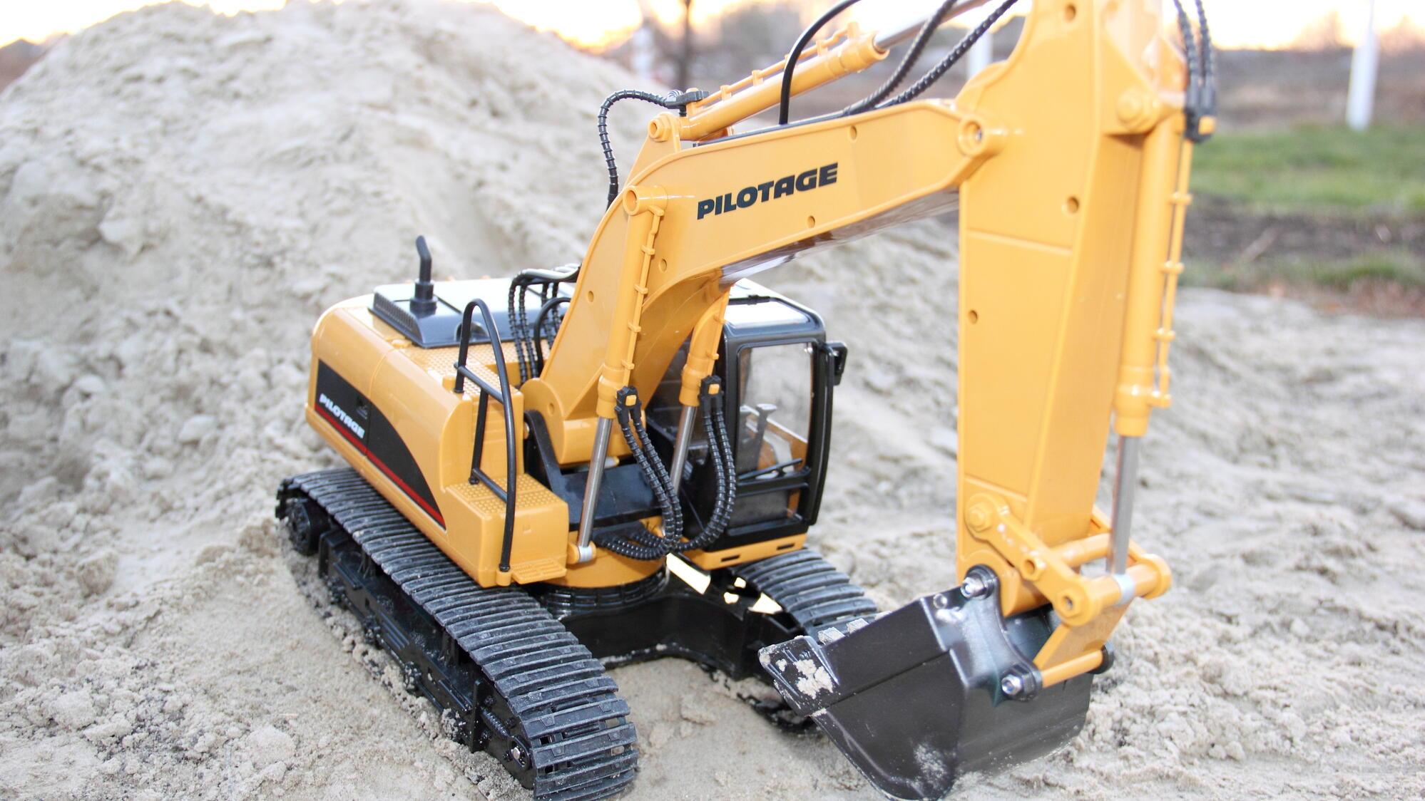 Personalnyy blog - Radioupravlyaemaya model vnedorozhnika RC Die-cast Excavator Pilotage RC47809