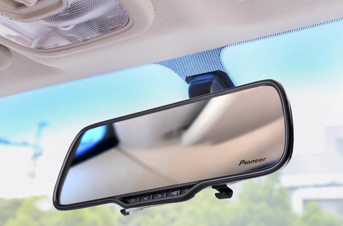 Обзор автомобильного видеорегистратора Pioneer VREC-200CH с камерой заднего вида