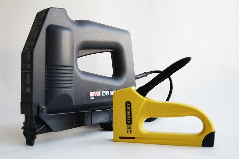 Ремонтируем дом и мебель при помощи строительного степлера