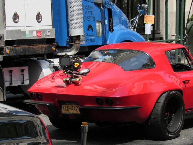«Форсаж 8». RED Epic Dragon смонтировали на багажнике, чтобы снять драйвовые кадры погони возле Национального музея математики в Нью-Йорке